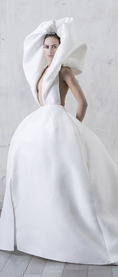 Stéphane Rolland Couture Spring 2017 V Chic Wedding, Wedding Styles, Wedding Gowns, Wedding Table, Stephane Rolland, Only Fashion, Fashion Looks, French Fashion Designers, Bridal Boutique