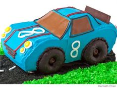 Race Car Birthday Cake Design How to make a race car birthday cake with doughnuts - wonder if there is a better color to use for windshield Race Car Birthday, Race Car Party, Cars Birthday Parties, Cool Birthday Cakes, Boy Birthday, Race Cars, Birthday Ideas, Third Birthday, Happy Birthday