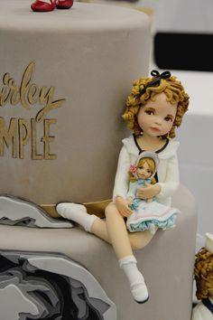 Eleganti e ammiccanti, dormienti in veste porcellanata…le Dolls de La Belle Aurore.L'articolo e l'intervista al trio creativo di Roma sono sul n. 286.Sfogliate qui la gallery foto.
