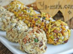 Feta Cheese Balls With Walnut And Pistachios Recipe Appetizer Salads, Finger Food Appetizers, Finger Foods, Mini Party Foods, Pistachio Recipes, Types Of Cheese, How To Make Cheese, Cheese Ball, Dessert Recipes