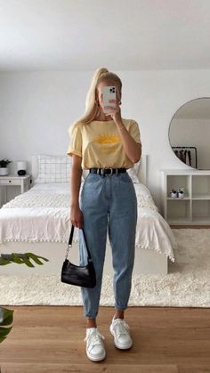 Summer Fashion Outfits, Casual Summer Outfits, Stylish Outfits, Ootd Fashion, Blue Mom Jeans, Mom Jeans Outfit, Moda Do Momento, Cute Outfits For Kids, Comfortable Outfits