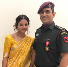 Unseen Family Images of Indian Famous Celebrities. India Cricket Team, World Cricket, Cricket Sport, Ms Dhoni Biography, Ms Dhoni Wife, Cricket Dress, Ziva Dhoni, Dhoni Quotes, Ms Dhoni Photos