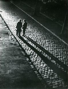 (Untitled) - Paris - photographer Robert Doisneau.