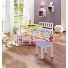 Diese Kindersitzgruppe von MY BABY LOU ist perfekt für kleine Racker und Prinzessinnen. Ihre Jüngsten werden es lieben, auf den 2 Stühlen und der Bank Platz zu nehmen und am Tisch beispielsweise lustige Bilder zu malen. Die Verarbeitung aus strapazierfähiger Faserplatte und echtem Buchenholz erfüllt selbst hohe Qualitätsansprüche. Für bunte Akzente im Kinderzimmer sorgen die Farben Rosa, Weiß, Hellblau, Hellgrün und Flieder. Wir wünschen eine fröhliche Zeit!