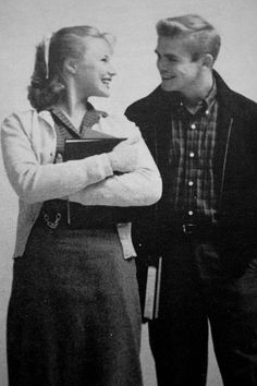 Popular Looks  Teen boys dressed conservatively and clean cut. Some of the items of clothing worn were tights jeans, blazers and jackets. Vintage Romance, Vintage Love, Retro Vintage, Vintage Vibes, Vintage Couples, Cute Couples, Vintage Photographs, Vintage Photos, 1950s Teenagers