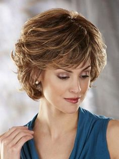 Pretty Short Hairstyles for Older Women Above 40 and 50