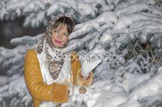 Красивая девушка на фоне снежных Рождество — Стоковое фото © rybalov777 #96438312