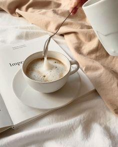 Coffee And Books, Coffee Love, Coffee Break, Morning Coffee, Coffee Mornings, Brown Coffee, Coffee Coffee, Aesthetic Coffee, Brown Aesthetic