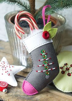 Beaded Stocking Ornament by Hilary Kanwischer for Papertrey Ink (August 2015)