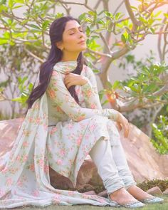 Beauty🦋💜 Seher from Coming soon on Photography b Pakistani Formal Dresses, Pakistani Dress Design, Pakistani Bridal, Pakistani Outfits, Indian Outfits, Dress Indian Style, Indian Dresses, Stylish Dresses, Casual Dresses