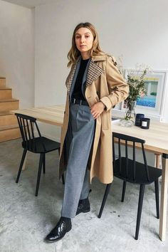 what to wear to an interview: Brittany Bathgate in trench coat Cos Fashion, Minimal Fashion, Fashion Outfits, Brittany Bathgate, Moda Minimal, Interview Style, Summer Interview Outfits, Coats For Women, Clothes For Women