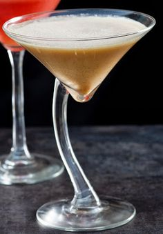 Paleo Pumpkin Pie Martini It's FALL! Bring on the October recipes. This is just the drink to kick off the fall season. Paleo Pumpkin Pie, Pumpkin Recipes, Paleo Recipes, Real Food Recipes, Canned Pumpkin, Key Lime Pie Martini, Pumpkin Martini, Pineapple Drinks, Martini Recipes