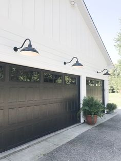 65 Ideas For Modern Farmhouse Garage Door Exterior Colors Design Exterior, Exterior House Colors, Exterior Doors, Black Exterior, Modern Farmhouse Exterior, Rustic Farmhouse, Farmhouse Style, Garage Door Design, Garage Doors