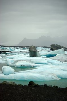 Icebergs at Jokursarlon Glacier Lagoon/PP