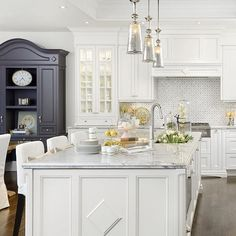 Masterpiece of a kitchen by @reginasturrock | photographed by @arnalphotography |