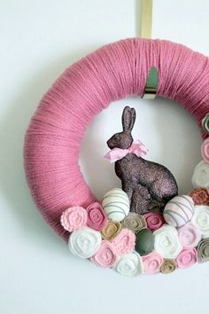 Easter 2014 – make your own Easter decorations yourself - Make Easter Decorations Easter Wreaths, Holiday Wreaths, Spring Decoration, Decor Crafts, Diy Crafts, Easter Table Decorations, Chocolate Bunny, Paper Flower Tutorial, Easter Crafts