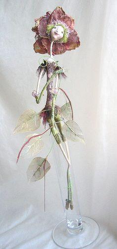 """""""Роза в стакане"""" Ед.экз.,паперклей,эфапласт-холзи,40 см в высоту (фотографии в нат.размер), роза из стакана вынимается. Делалась для выставки """"Цветочный базар"""" в галерее """"Вахтановъ"""", там же была куплена."""