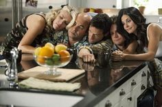 Courteney Cox, Josh Hopkins, Busy Philipps, Ian Gomez and Brian Van Holt in Cougar Town.