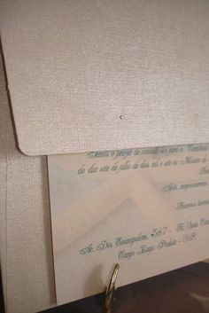 CONVITE ENVELOPE GG Parte interna no Couchê Fosco ou Brilho de gramatura reforçada e parte externa de envelope Cintilante texturizado  >OPCIONAIS -Caligrafia dos nomes de convidados + R$2,70 - Impressão no relevo americano ou silk + R$1,30 - Embalagem de plástico transparente + R$ 0,50 - Mini card + R$ 60,00 até 300 unids.  *Enviaremos layout por email e uma prova original via correio mediante comprovante de Pagamento ou um Sinal de 20% do valor total do pedido. *Dados necessário para o…