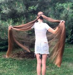 VIDEO - Extremely long and healthy hair - RealRapunzels Long Hair Ponytail, Bun Hairstyles For Long Hair, Long Hair Play, Very Long Hair, Real Life Rapunzel, Playing With Hair, Silky Hair, Beautiful Long Hair, Hair Health