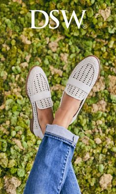 Learn about the most recent style boots and shoes for women of all ages. Putting on comfy shoes and boots is essential, not just to the care of your feet, but additionally to enjoy your day. Cute Shoes, Me Too Shoes, Comfy Shoes, Casual Shoes, Sneakers Fashion, Fashion Shoes, Women's Sneakers, Gold Fashion, Ladies Fashion