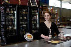 LE REPAIRE BAR & CAVE A BIERES COMBOURG Grand choix de bières du monde à emporter ou déguster sur place. Capacité 200 personnes, concerts, matchs, grand écran