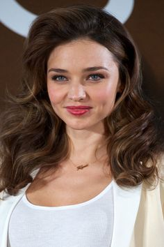 Oddly Appealing: Miranda Kerr's Big Ol' Bombshell Hair: Girls in the Beauty Department  I love when my hair looks like this!