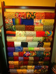 Use old crib side to store large pieces of fabric.brilliant way to reuse an old or broken crib! Old Coffee Tables, Diy Coffee Table, Crib Makeover, Old Cribs, Small Bookcase, Old Vases, Organize Fabric, Tablecloth Fabric, Home Furniture