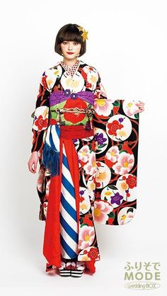 Long sleeves kimono is used to be for miss Japanese Costume, Japanese Kimono, Modern Kimono, Yukata Kimono, Summer Kimono, Japanese Aesthetic, Japanese Textiles, Japanese Outfits, Japan Fashion