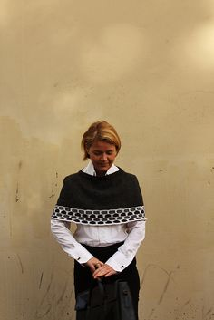 Ravelry: 9 to 5 capelet pattern by Eline Oftedal