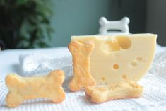 Dog biscuits with cheese we make today . because we bake for ladies visit the we . Yorky, Poodle Mix, Dog Biscuits, 80th Birthday, Dog Treats, Animals And Pets, Food And Drink, Peach, Cooking Recipes