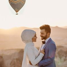 I'm smiling for you - Hochzeitskleid Hijab Wedding Dresses, Mode Hijab, Muslim Couples, Cute Couples, Marie, Wedding Photos, Wedding Photography, Smile, Poses