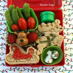 How cool is this holiday bento box? Perfect for kids and adults!   {Bento-logy} #SeasonsEatings #HarrisTeeter
