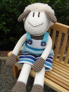 Gestatten: Leon Lamm ♥ von Schneckenkind auf DaWanda.com Crochet Sheep, Crochet Amigurumi Free Patterns, Crochet Patterns For Beginners, Crochet Animals, Crochet Dolls, Knit Crochet, Pet Toys, Doll Toys, Amigurumi Toys
