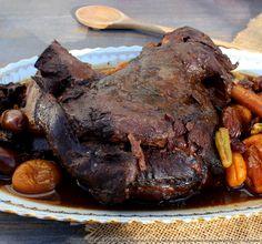 Epaule de chevreuil mijotée dans son jus, cuisson douce en cocotte – Les épices rient ! Masala Chai, Foie Gras, Wok, Pot Roast, Bon Appetit, Beef Recipes, Carne, Steak, Good Food