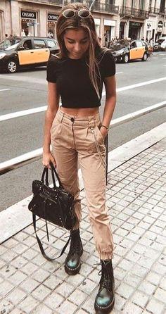 Ein Volta das Calças Cargos - A Volta das Calças Cargo – Sieht aus wie Com Calça Cargo, sieht aus wie Calça Utilitária, sie - Cute Casual Outfits, Edgy Outfits, Mode Outfits, Retro Outfits, Vintage Outfits, Girl Outfits, Classy Outfits For Teens, Fashionable Outfits, Hijab Casual