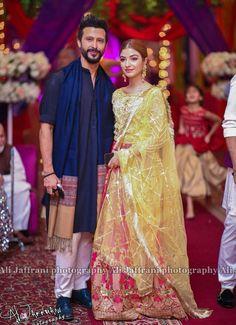 Pakistani Mehndi Dress, Pakistani Bridal Dresses, Pakistani Dress Design, Mehendi, Friend Outfits, Couple Outfits, Couple Wedding Dress, Kinza Hashmi, Pakistani Actress