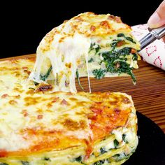 Pastel de crepas, tocino y espinacas A cake of crepes, bacon and spinach with a lot of height Good Food, Yummy Food, Tasty, Dinner Recipes, Dessert Recipes, Dessert Food, Comida Diy, Cooking Recipes, Healthy Recipes