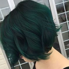 Shades of green. let dark green hair dye color Dark Green Hair Dye, Blue Hair, Short Green Hair, Green Wig, Short Colorful Hair, Short Dyed Hair, Blue Green, Emerald Hair, Emerald City