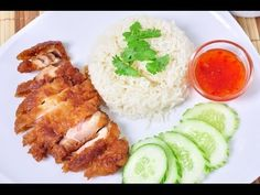 Thai Food – Fried Chicken with Rice (Kao Mun Gai Thod) Fried Chicken with Rice is quite popular. And you will see it stay beside 'Khao Mun Gai'. It's delicious even just eat… Spicy Recipes, Asian Recipes, Chicken Recipes, Cooking Recipes, Hainanese Chicken Rice Recipe, Thai Rice, Crispy Fried Chicken, Thai Street Food, Good Food