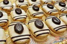 Recept Mocca oválky s kávovým zrnkem Funeral Food, Yummy Treats, Sweet Treats, Cake Recipes, Dessert Recipes, Italian Cookie Recipes, Czech Recipes, Mocca, Low Carb Desserts