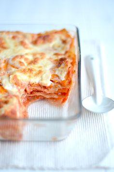 Een lekker budget recept is lasagne met pompoen en bechamelsaus.