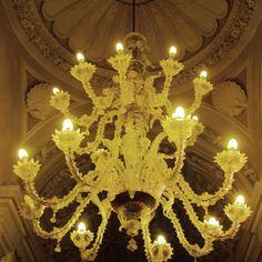 Discreto lampadario a #villamimbelli #livorno #toscana #tuscany #instagram #ragazza #instadaily #luce #oro #museo #museofattori #light #lights #lampadario #igers #igersitalia #instagoodmyphoto
