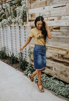41 Stylish Denim Skirt Outfits Ideas For Women Denim Skirt Outfit Summer, Modest Denim Skirts, Skirt Outfits Modest, Denim Skirt Outfits, Modest Dresses, Cute Outfits, Jean Skirts, Casual Outfits, Mini Skirts