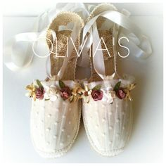 Alpargatas decoradas para comuniones, bodas y diferentes eventos Ballet Shoes, Dance Shoes, First Communion Dresses, Diy Accessories, Vintage Shoes, Diy Wedding, Wedding Ideas, Mother Of The Bride, Me Too Shoes