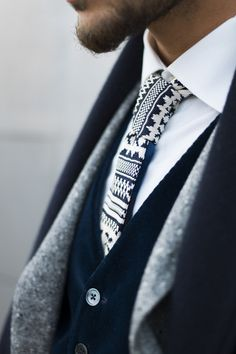 Such a cool pattern and tie [mens fashion] #fashion // #men // #mensfashion