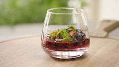 Rode vruchtensoepje met speculaas Go For It, Healthy Cooking, Wine Glass, Deserts, Fruit, Tableware, Nmd, Foodies, Drinks