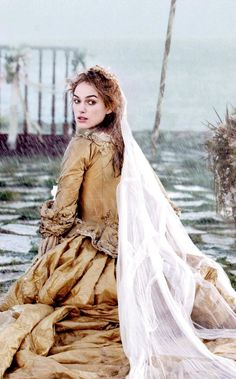 Elizabeth Swann (Keira Knightley) 'Pirates of the Caribbean: Dead Man's Chest' Costume designed by Penny Rose. Elizabeth Swann, Elizabeth Bennet, Lady Elizabeth, Princess Elizabeth, Keira Knightley Style, Keira Christina Knightley, Kierra Knightly, Keira Knightley Pirates, Johnny Depp