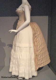 c.1885 Bustle at LACMA 1880s Fashion, Victorian Fashion, Vintage Fashion, Victorian Era, Victorian Corset, Historical Costume, Historical Clothing, Historical Dress, Vintage Dresses