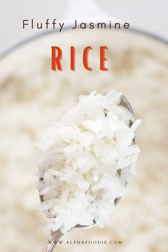 How to cook jasmine rice on the stovetop perfectly every time (no rice cooker required!). For fluffy and light, perfect jasmine rice time and time again, using a simple stovetop method! Jasmine Rice Recipes, Cooking Jasmine Rice, How To Cook Garlic, How To Cook Rice, New Recipes, Vegetarian Recipes, Healthy Recipes, Perfect Jasmine Rice, Keto Broccoli Cheese Soup